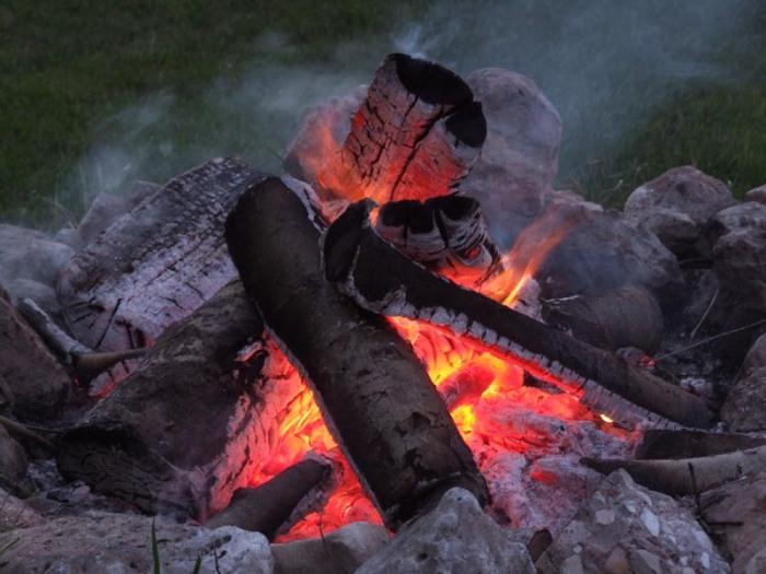 65632689.rYmCh3F8.Campfire