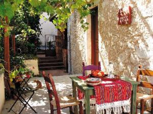 vamos-traditional-village