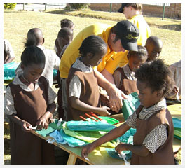 volunteer_making_art_craft