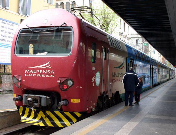 782px-IMG_7512_-_MI_-_Stazione_Cadorna_FN_-_Malpensa_Express_-_Foto_Giovanni_Dall'Orto_31-Mar-2007